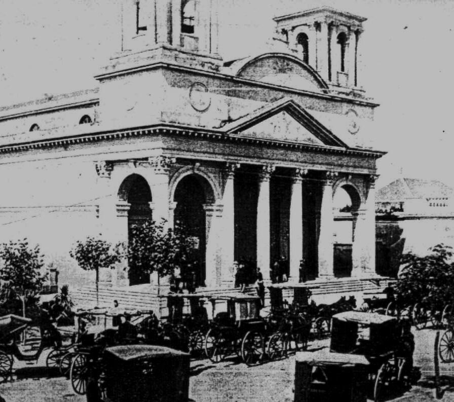 Iglesia de Morón con carruajes